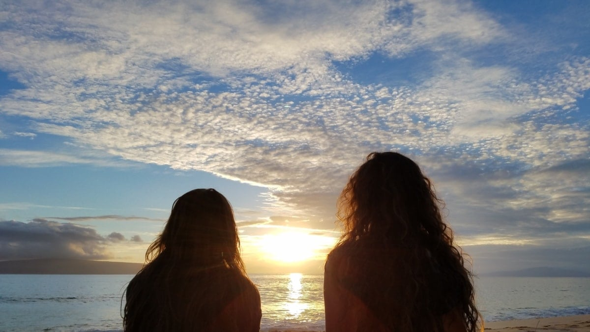 guarantor personal installment loans friends looking out at the horizon at sunset